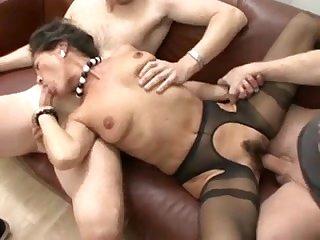 Групповое порно с аналом мжм и глубоким минетом