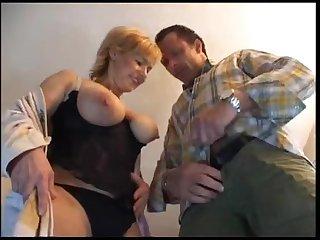 Зрелую немку с большими сиськами ебёт опытный любовник
