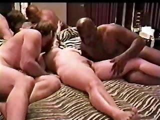 Домашний порно фильм зрелых свингеров с групповым сексом
