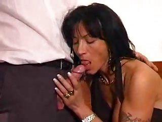 Порно видео со зрелой итальянкой и молодым парнем