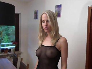 Порно немецкая 40 летняя женщина в эротическом костюме даёт в жопу