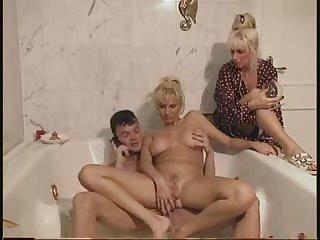 Порно фильм с сюжетом со зрелыми волосатыми дамами 80х годов