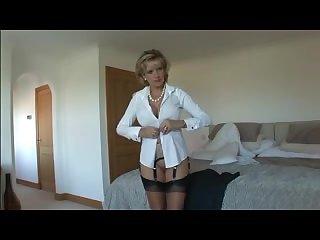Сисястая зрелая дама раздевается в своей комнате