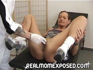Голая зрелая женщина на осмотре у гинеколога любительское видео