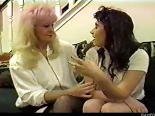 Лесбийское ретро порно пожилые женщины соблазняют молодых девушек