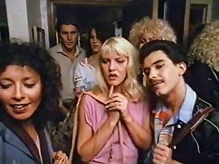 Полнометражный ретро порно фильм с сюжетом и волосатыми мамками