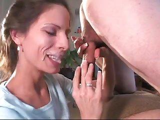 Зрелая женщина лижет анус и сосёт член и яйца молодому парню