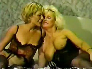 Ретро порно втроём с двумя зрелыми красавицами