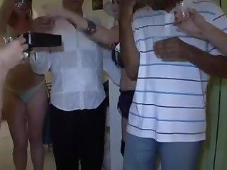 Порно вечеринка зрелых свингеров