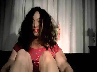 Трансвеститка раздвинула свои толстые ноги