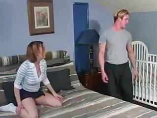 Зрелая дама учит сексу молодых друзей