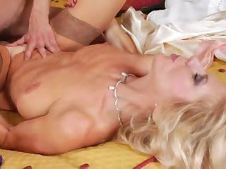 Секс в презервативе с красивой женой
