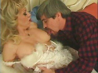 Старый порно фильм с небритыми взрослыми красавицами