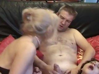 Две французские сучки занимаются групповым сексом с мужиком
