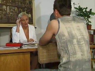 Нмецкая зрелая училка принимает экзамен сексом