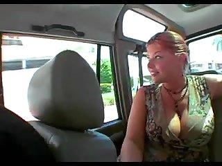 Американские пикаперы сняли зрелую мадаму