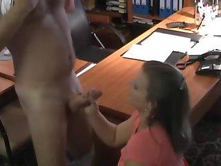Немецкий секс в офисе с грудастой нимфой