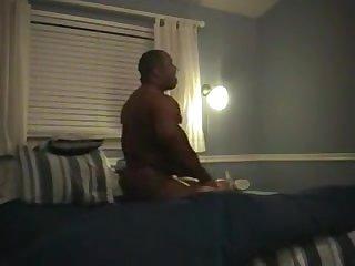 Негр долбится в отеле с похотливой зрелой проституткой