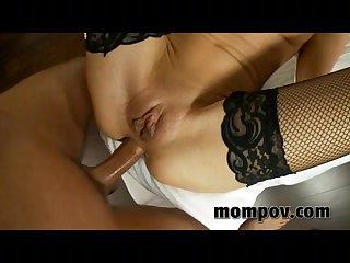 Секс видео от первого лица с белой развратницей в чулках