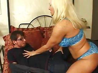 Молодой перец пришел к проститутке за развратом