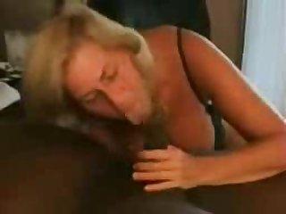 Негр трахается с опытной шлюхой в отеле