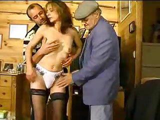 Мужики сняли деревенскую проститутку