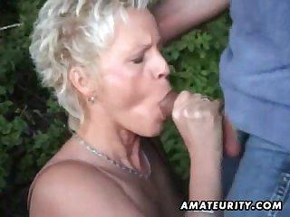 Зрелой сучке захотелось секса на природе