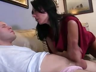 Барышня приятно наказала парня за мастурбацию