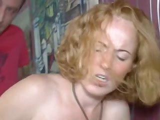 Зрелая мадама получила сперму на язык