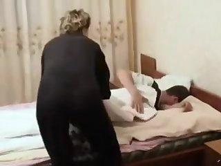 Зрелой бабе приспичило получить оргазм