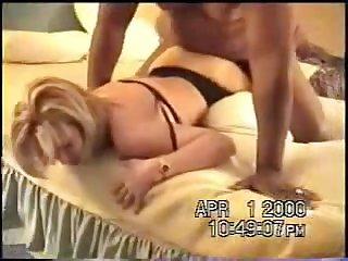 Мужик дико шпилит зрелую проститутку в отеле