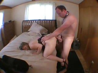 Бисексуалы долбят большую жопу старой шлюхи