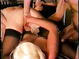 Приятный фистинг зрелых лесбиянок