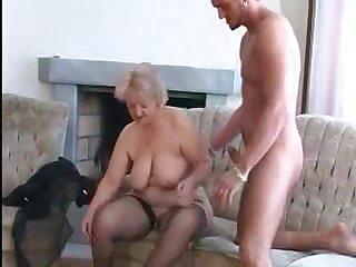 Бабушка разводит на секс молодого друга