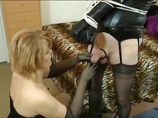 Зрелые сучки любят БДСМ