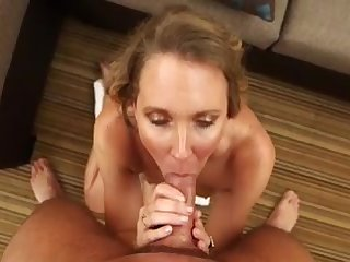 Зрелая женщина проходит порно кастинг