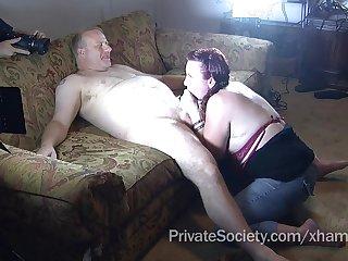 Муж и жена устроили вечерний разврат