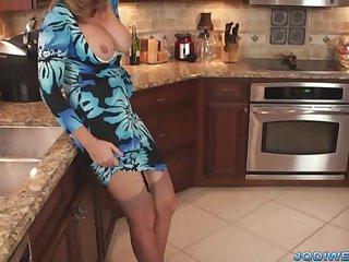 Порно со взрослой женщиной держи кухне