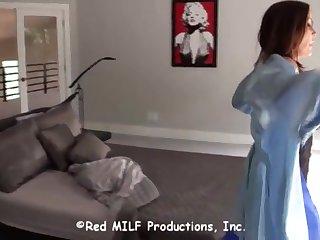 Похотливые любовники занимаются сексом в спальне