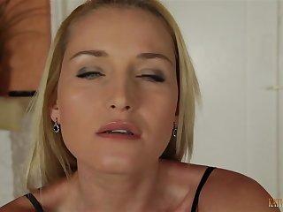 Секс видео от первого лица с белой развратницей