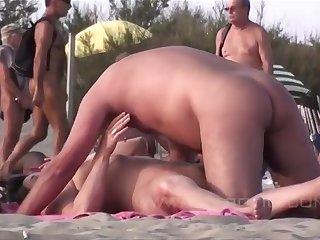 Жаркая групповуха на нудийском пляже