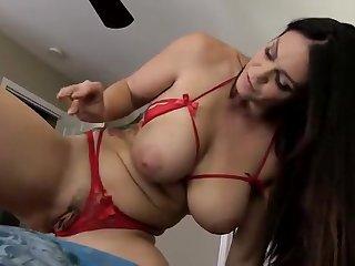 Секс видео от первого лица с большегрудой принцессой