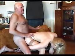 Жесткое групповое порно с сисястой мамочкой